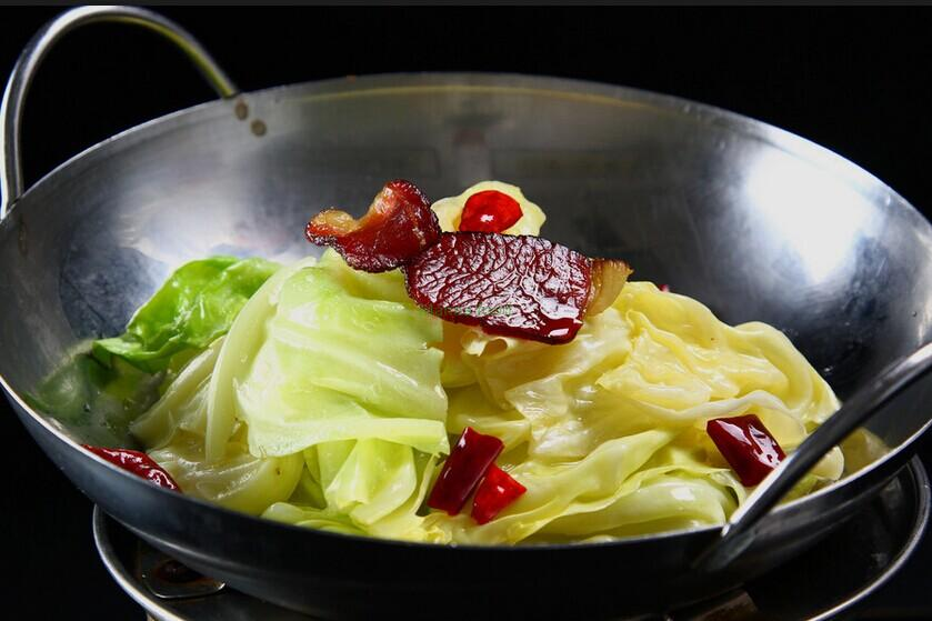 How to fry cabbage with chili pepper