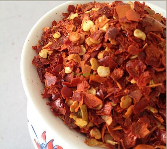 Dried red pepper flake with seeds